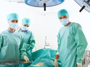 Хирурга и лечащего врача необходимо выбирать по возрасту