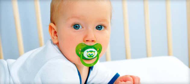 Как помочь младенцу когда режутся первые зубы?