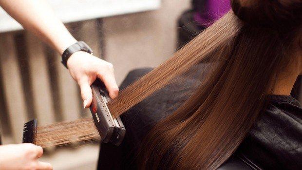После кератинового выпрямления волосы становятся послушными и красивыми