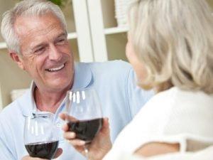 Потребление небольшого количества алкоголя в зрелом возрасте связано с лучшим состоянием памяти