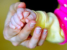 ВИЧ-инфицированным и больным гепатитом разрешат усыновлять детей
