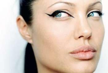 Джоли со стрелками на глазах