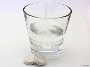 Запивание таблеток водой