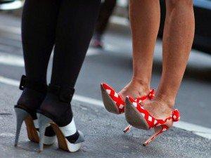 Трещины на пятках из-за ношения неудобной обуви