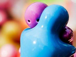 Сочетание синего и розового цветов в браслетах дружбы
