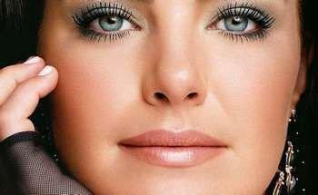 Женщина с макияжем